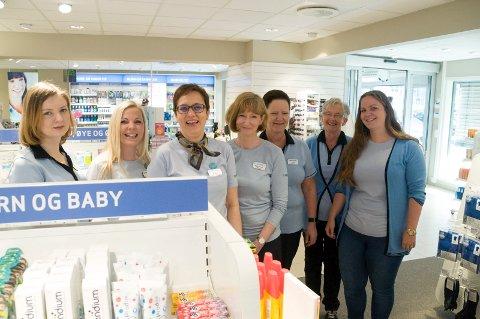 Bedre plass og fornøyde kunder venter de ansatte på Apotek 1 Eikli. Fra venstre Anita Hadzipasic, Kjersti Skartlien, Vigdis Holter, Mette Gro Blix, Tove Aaskjær, Bodil Lien og Mari Aaskjær.