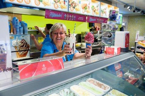 Anne Beate Friden gleder seg til å vise fram den nyoppussa kiosken.
