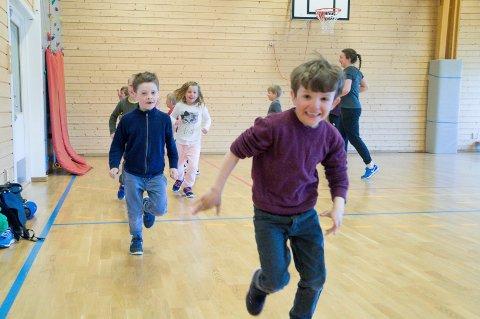 Hermegås: Førsteklassingene på Sokna skole lar seg ikke be to ganger når de får tilbud om en ekstra «gymtime» i uka.