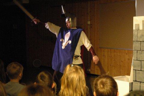 Erlend Tveite er mørkredd ridder.