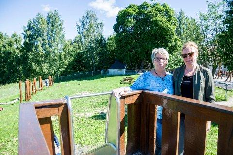 Kari Haugerud Dahl og Anette Tronrud frykter at de mister et verdifullt uteområde når kommunen skal bygge boliger.