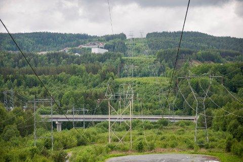 KONSESJONSAVGIFTEN:  - Denne kan sies å være Norges første miljøavgift - den skal kompensere for ulemper som følge av varige naturinngrep, sier Buskerud-politikere fra Senterpartiet i dette innlegget.