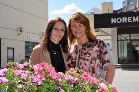 Regina Rasmussen og Mette Stenersen vil ha alle til å danse flashmob når sommertoget kommer.