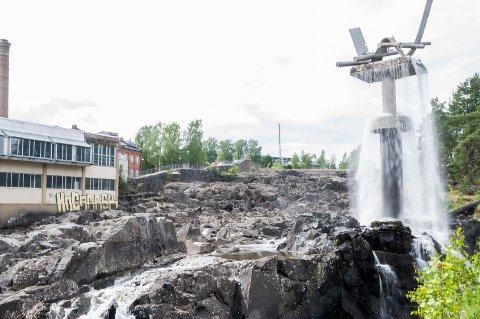 Det eneste vannet i Hønefossen finner du ved Oppgangssaga for tiden. Vannføringen i Begnavassdraget er for liten.