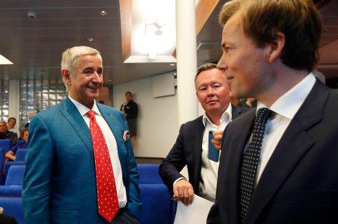 Christen Sveaas (t.v.) og konsernsjef Lars P. S. Sperre (t.h.) før den ekstraordinære generalforsamlingen i Norske Skog.