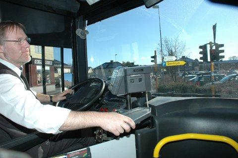 Behov: - Vi har også et stort behov for norske sjåfører, sier nestleder i Yrkestrafikkforbundet Trude C. Valle. Illustrasjonsfoto med sjåfør Morten Haugen bak rattet.