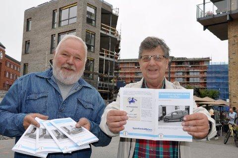 Trond Hilton og Stein Huseby har laget historiehefte om byens pølsemakere.