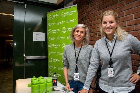 Linn Cecilie Haslestad og Silje Dysthe Næss fra Hønefoss sparebank var på plass under Kunnandidagen på høyskolen.