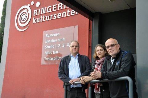 Daglig leder i Sparebankstiftelsen Runar Krokvik sammen med Ivonne Salo og Kurt Salo.