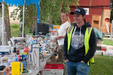 Marcus Sveen og resten av russen har samlet inn lopper hele sommeren.