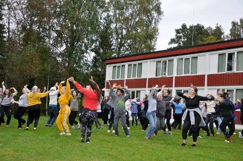 Folkehøgskolen danser Alltid forelska