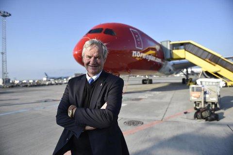 Sokna-mannen Bjørn Kjos lover at Norwegian har nok piloter i år.