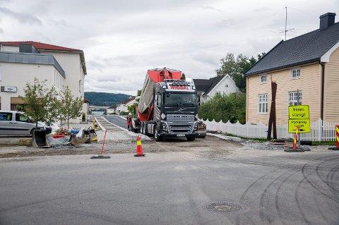 Enggata blir asfaltert etter omfattende graving de siste månedene.