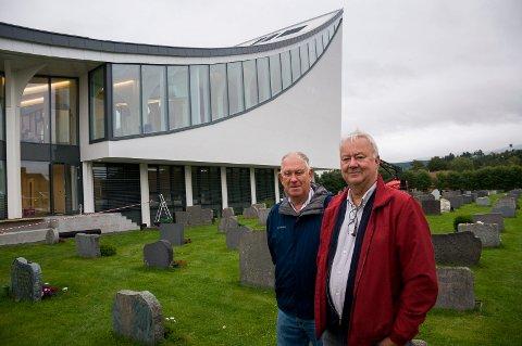 Nesten i mål: Erik Haraldseth og Roar Olsen går løs på siste runde med innsamling til Hønefoss kirke.