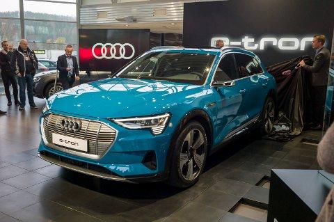 BATTERI-TRØBBEL: Over 1.600 Audi e-tron tilbakekalles i USA grunnet fare for lekkasje inn til batteripakken. Nå bekrefter Audi at også norske kunder er berørt.. Her fra avdukingen av bilen hos Hamax i Hønefoss i høst.