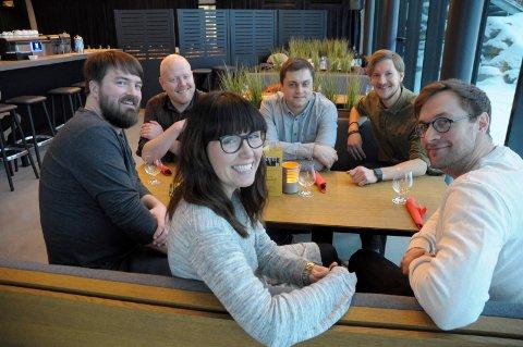 All Stars: Truls Hval, Jørn Dahl, Erik Sortdal, Fredrik Karlsen, Marte Helleseter Hval og Bjørnar Reime på Gledeshuset er klare for et nytt musikk-konsept.