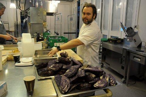 FOR Å LÆRE BORT: Superkokk Morten Haakenstad fra Hønefoss står klar til å lære bort noen av kjøkkentriksene sine.