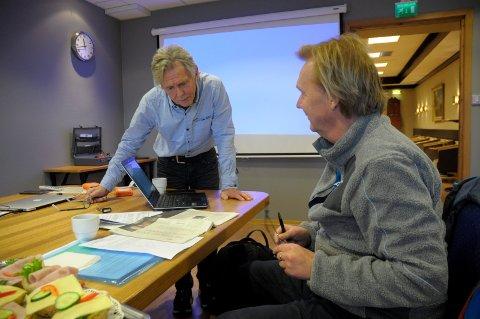Godt i gang: Steinar Hybertsen og Runar Gjerald er godt igang med å rekonstruere krigsdagene i april 1940 til film.