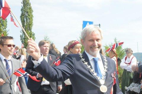 Glad: Ordfører Per Berger  i Hole kommune kan hente frem sitt flagg, og feire vedtak om nytt boligfelt på Sollihøgda.