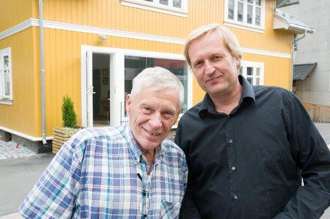 I NY PRAKT: Per Einar og Jan Petter Lilja Bye foran skinnende gule Norderhovsgata 14.