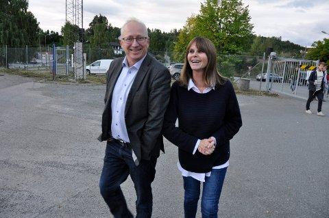 Gemyttlig: Her var det en god tone mellom Gjermund Hagesæter fra KV Hønefoss og nabo Eirin Brudvik. Begge er uenige om støygrensene kommunen har satt.