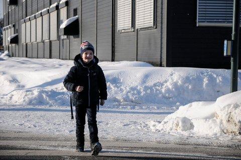 - DET ER LANGT Å GÅ: Jesper Myrmel-Gabrielsen (7) måtte over mange lyskryss da han gikk fra toppen av Vesternbakken til Benterud skole.