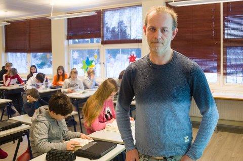VURDERER LEKSEFRI: Lokalpolitiker Mons-Ivar Mjelde (Ap) sitter i en arbeidsgruppe som vurderer om et par skoler skal få teste ut leksefri. Hvorvidt disse sjetteklassingene på Veien skole vil delta i forsøksprosjekt er foreløpig uavklart.