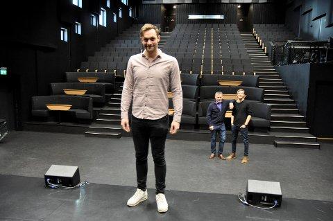 På egenhånd: Hele konsertkvelden er Bjørnars, med gode støttespillere i ryggen. Her representert ved Bror Andersen og Fredrik Karlsen i Yang Breakers.