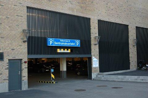 SENTRUMSKVARTALET: Innfører to timers gratis parkering på dagtid lørdager.