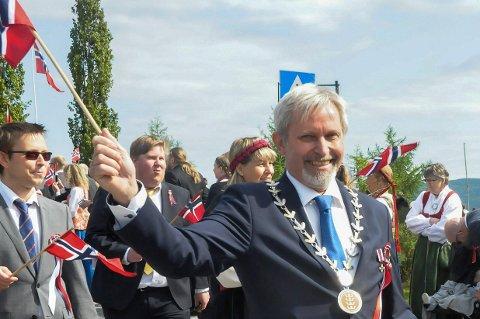 DIREKTE LINJE I DAG: Ordfører i Hole, Per R. Berger, er temaet i Helge Rynnings limerick.