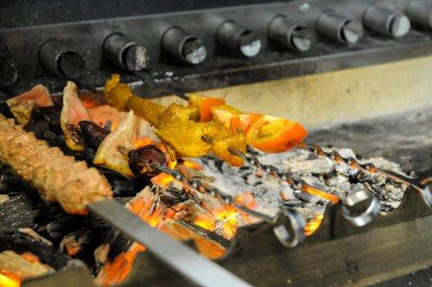 GRILLMAT: Grilling hører gjerne sommeren til, men man må være oppmerksom på prisforskjellene mellom kjedene.