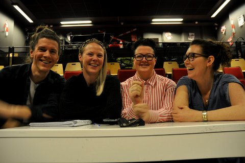 Stolte instruktører: Kjetil Hareide Hallre, Gørill Fauske, Marie Risan og Marte Helleseter Hval. Eirik Kiil Saga og Therese Knoph Sulland er andre lokale nøkkelpersoner og mentorer i oppsetningen.