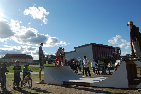 Skatekvelden i Haugsbygd samlet rundt 50 personer.