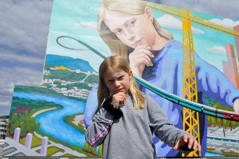 Modell: Kaja Rosendal (9) håper bildet av henne får stå i det gamle Ford-kvartalet lenge.