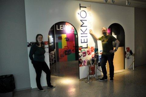 Egenpordusert: Emma Nielsen og Jørgen Bøckmann har laget helt ny utstilling på Veien kulturminnepark. I sommer skal det handle om spill.