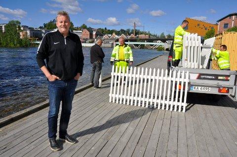 Ingen Tyra: Dronning Tyra ligger vannfast i Steinsfjorden, men Harald Gårdvik lover at det skal bli skikkelig servering på inngjerdet Glatved Brygge likevel.