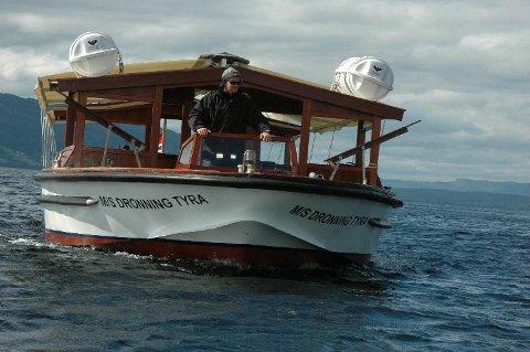POPULÆR BÅT: Allerede nå har omtrent 1.000 passasjerer sikret seg plass hos Ragnar Braata på båten Dronning Tyra.