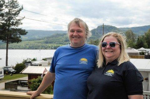 STOLTE: Kristine og Trond Helge Furuseth Buttingsrud driver Buttingsrud camping med stor suksess.  Vi opplever større pågang i år enn rekordåret 2018. Det er vi stolte av, sier Trond Helge.