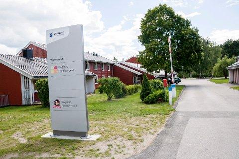 INNBRUDD: Ringerike folkehøgskole i Askveien i Hønefoss ble utsatt for et grovt tyveri i slutten av september.