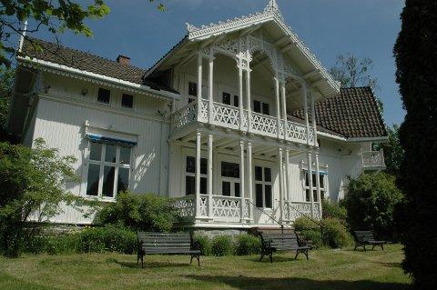 NYE EIERE: Bildet er tatt da Galleri Roenland ble solgt i 2008. Nå har stedet fått nye eiere igjen.