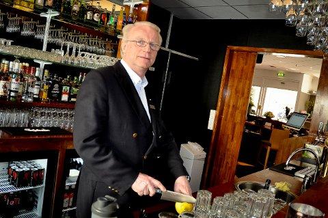 HOTELLDRIVER: Daglig leder i Scandic Hønefoss har gjort alt han kan for å holde hotellet åpent denne våren. Nå er gjestene på vei tilbake.