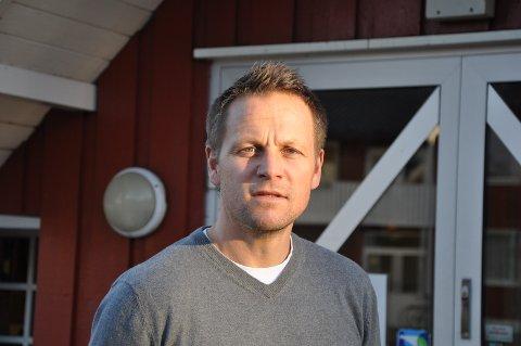 TRENGER HJELP: Rektor Morten Eikenes håper på hjelp fra hotellene for å få kontroll over smittesituasjonen.