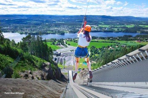 ÅPNER ZIPLINE: Lørdag er det offisiell åpning av ziplinen i Vikersundbakken med inviterte gjester. Søndag slipper publikum til.