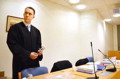 ETTERFORSKER FORTSATT: Politiinspektør Jan Stapnes i Sør-Øst politidistrikt er ordknapp, men håper å konkludere i løpet av «ikke altfor lang tid».