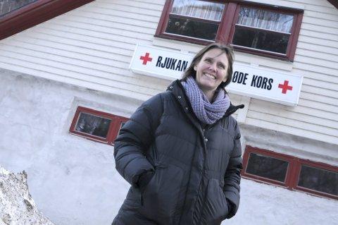 Ønsker alle velkommen: Leder av Frivillighetssentralen, Åshild Langeland, håper mange benytter seg av den alternative julefeiringen på Røde Kors-huset.