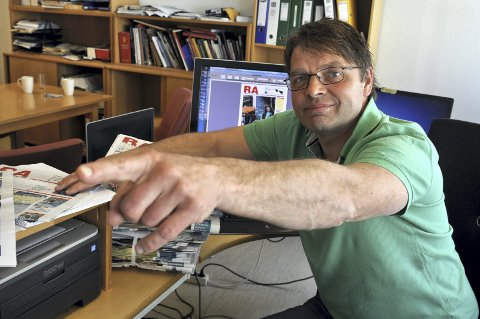 Nye Tider:  - Det blir mer nyheter på nett hver dag , lover redaktør Torfinn Skåttet. Styret i avisa har besluttet  å redusere antall papirutgaver. til tirsdag, torsdag  og lørdag. Disse blir til gjengjeld fyldigigere.