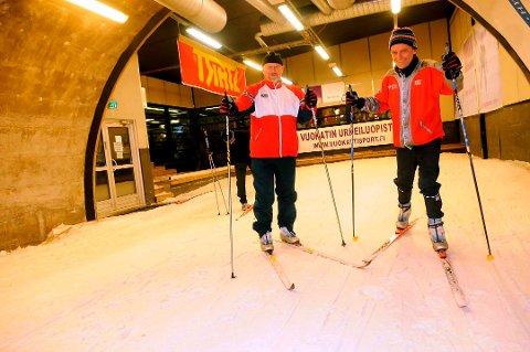 DEN GANG: Her er Numedalsutviklings Magne Pedersen (t.v.) og Rollag-ordfører Steinar Berthelsen på befaring i skitunnelen i Vuokatti i Finland i 2008. Førstnevnte er nå pensjonist, men nå kommunestyrerepresentant Steinar Berthelsen ivrer fortsatt for Vegglifjelltunnelen. Foto: Ole John Hostvedt