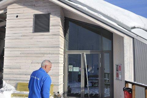 ÅPNER DØRENE: Kafelokalet på Gvepseborg er stengt pga bostyrets behandling av konkursboet etter forrige driverselskap. Nå håper Rune Engell Børjesson -  daglig leder av Krossobanen - å åpne dørene for ny drift i romjula. (arkivfoto)