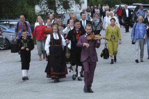 Brudemarsj: Åse Røysland og Odd Skårberg giftet seg, og brudemarsjen var starten på kappleiken.