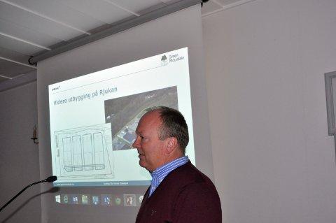 FORNØYD: Knut Molaug var i mange år daglig leder i Green Mountain - som nå er solgt. Selv om han gikk av i 2017  fortsatte han som medeier i selskapet. Han fikk 150 millioner kroner for sin andel.  Her fra et besøk på Rjukan i desember 2014.